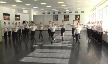 Губернатор Владимир Владимиров посетил Детскую хореографическую школу краевого центра.